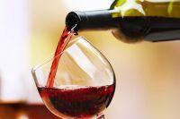 Normalmente son vinos fermentados en barricas de roble americano o francés que hacen que se destaque con respecto a vinos de consumo masivo