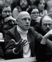 """Foucault comienza su libro hablando del """"Stultifera Navis"""" (Navío de los Locos), es su primer capítulo. Allí es donde explica cómo los locos son subidos a barcos bajo el manto de alguna extraña purificación que se esperaba sobreviniera a ellos."""