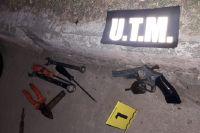 Armados se ocultaban entre arbustos en la oscuridad y los sorprendió la Policía