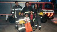 Bomberos Voluntarios le hicieron un conmovedor regalo a nene de 6 años que quiere ser como ellos