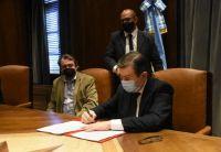 Gerardo Zamora firmó dos convenios que beneficiarán a la ciudad de Añatuya