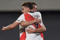 Con un triplete de Julián Álvarez, River le ganó a San Lorenzo y sigue en la cima