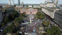 Militantes peronistas y organizaciones sociales colmaron la Plaza de Mayo
