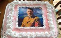 Celebró su cumpleaños con una torta de Hitler y se armó un tremendo escándalo