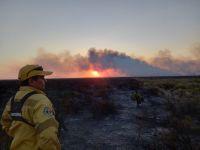 Los incendios fueron controlados, pero la lucha contra el fuego no cesa